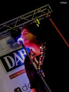 Ed ecco Carla sul palco di Genova