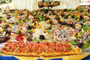Un ricco buffet per bagordi saporiti